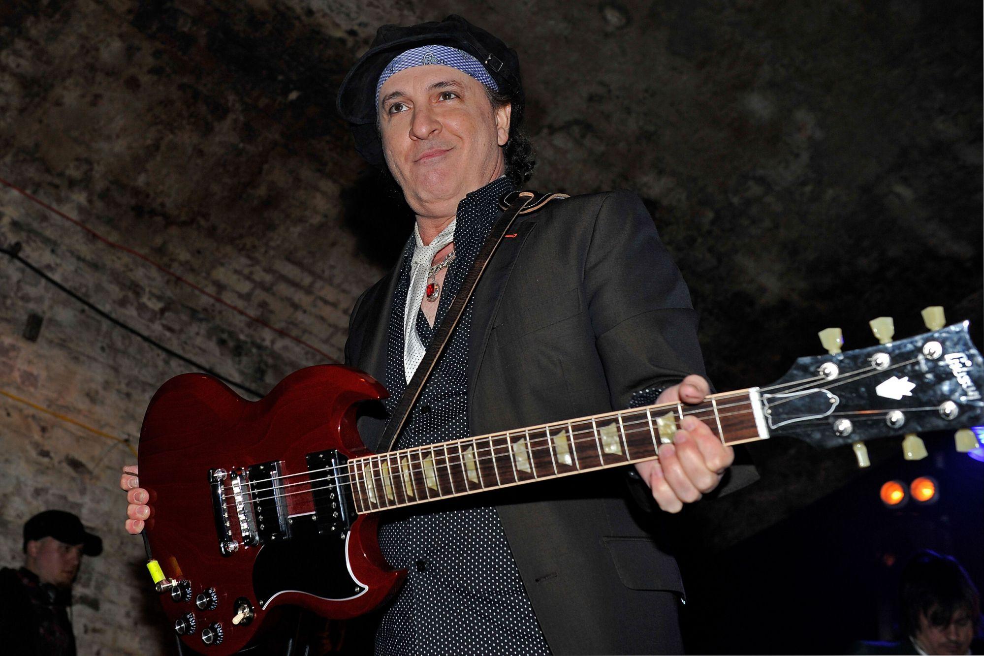 Sylvain Sylvain, do New York Dolls, morre aos 69 anos - Blog n' Roll