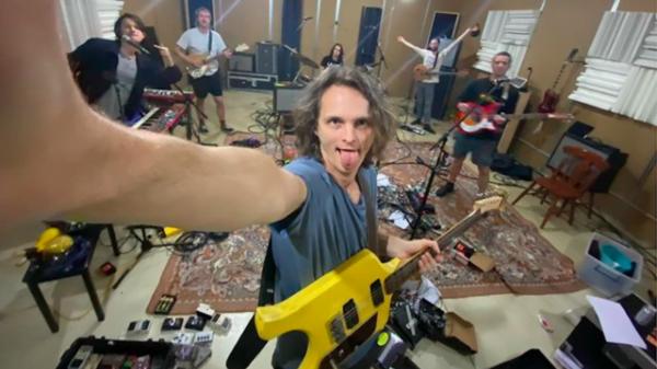 King Gizzard & The Lizard Wizard continua exploração microtonal em 7º disco - Blog n' Roll